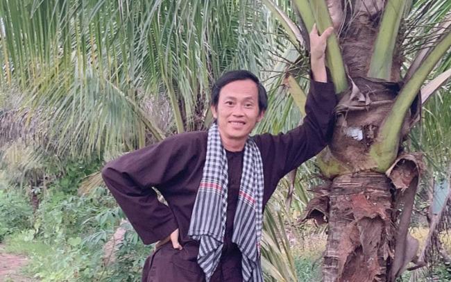 Dù vậy, nhưng NSƯT Hoài Linh rất ít khi khoe lên trang cá nhân của mình và luôn xuất hiện với vẻ ngoài giản dị nhất có thể.