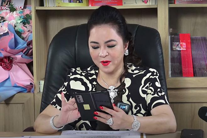 Livestream xô đổ mọi kỷ lục, bà Phương Hằng để lộ siêu phẩm smartphone 50 triệu đồng - 1