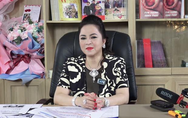 """""""Con trai tỷ phú"""" của bà Phương Hằng gây chú ý trên sóng livestream - 1"""