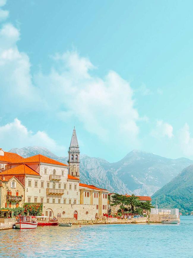 Perast, Montenegro: Persat là một thị trấn cổ nhỏ ở Vịnh Kotor và là một trong những thị trấn đẹp nhất trong khu vực. Thị trấn này có một số di tích lịch sử lâu đời của Venice cách đây hàng trăm năm rất đáng để tham quan.