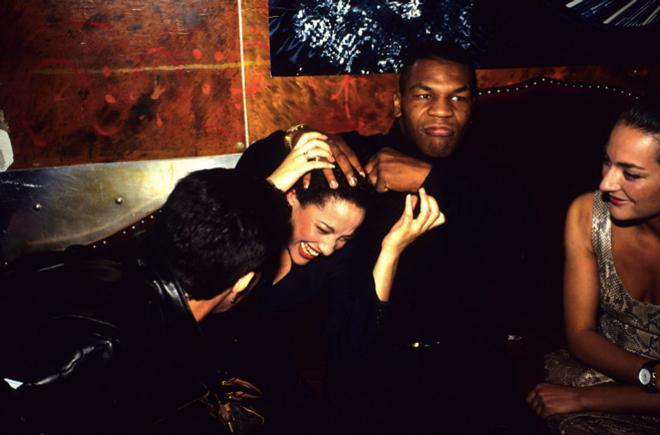 """Mike Tyson """"thác loạn"""" 3 tháng trên du thuyền với rượu và người đẹp - 1"""