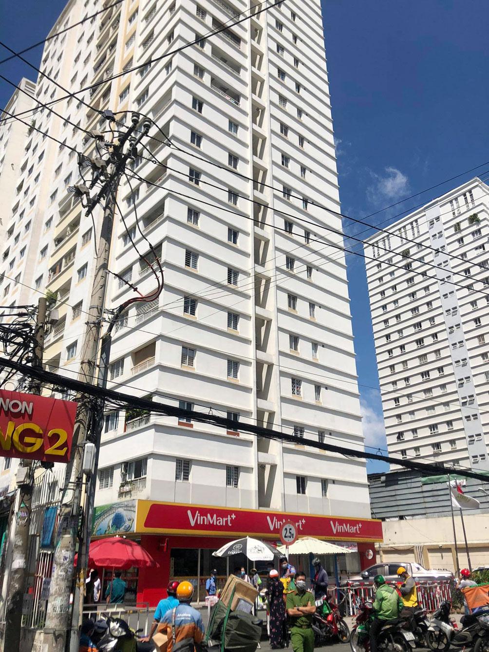 TP.HCM: Phong tỏa bệnh viện quận Tân Phú - 11
