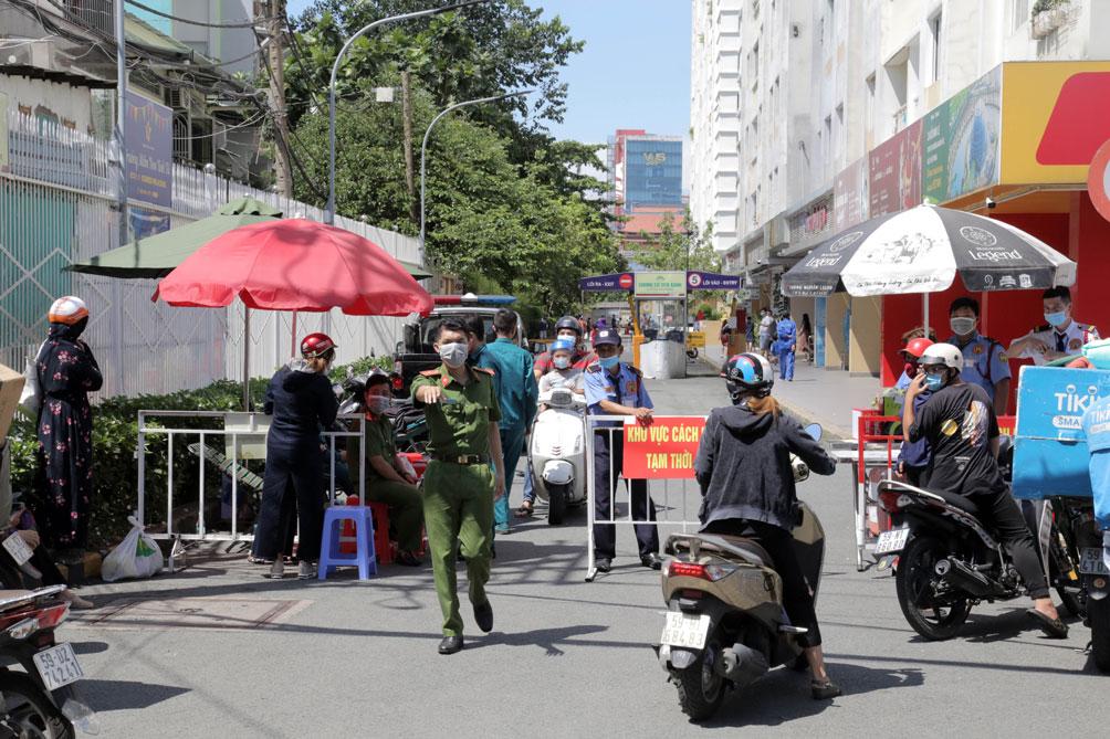 TP.HCM: Phong tỏa bệnh viện quận Tân Phú - 12