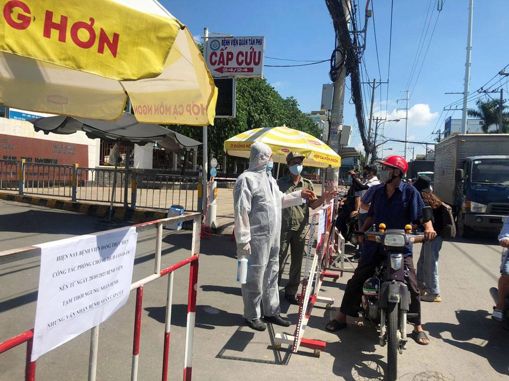 TP.HCM: Phong tỏa bệnh viện quận Tân Phú - 8