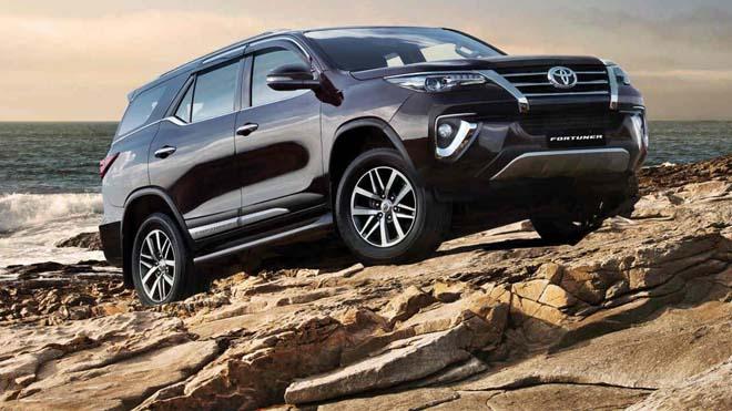 Toyota Fortuner thế hệ mới sẽ có cửa sổ trời và nhiều công nghệ hiện đại - 1