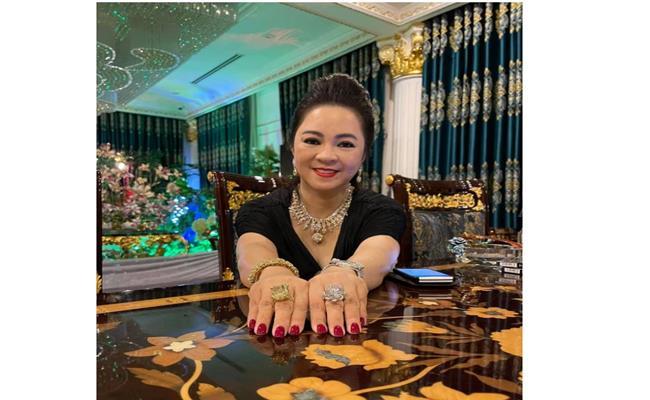 """Thực chất, không chỉ riêng bà Phương Hằng mà nhiều nữ đại gia Việt đình đám khác cũng có sở thích đặc biệt với kim cương """"hạt mít""""."""