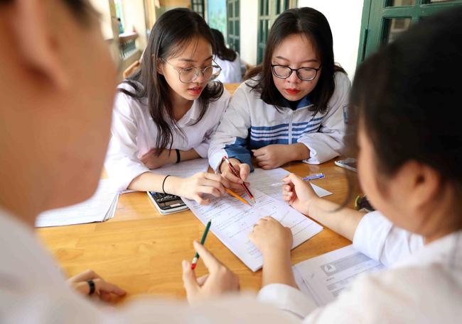 Hà Nội: Yêu cầu học sinh lớp 9 và lớp 12 không ra khỏi thành phố - 1