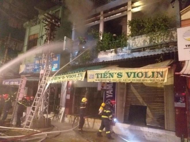 Cháy nhà 4 tầng trên đường Nguyễn Thiện Thuật, quận 3 - TP HCM - 1
