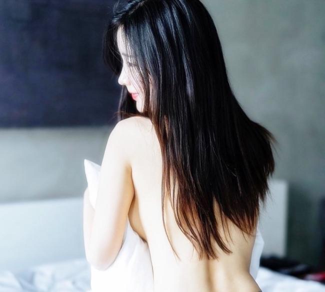 Nhưng Kim Na Jung đã từ bỏ công việc bao người mơ ước này để theo đuổi sự nghiệp người mẫu.