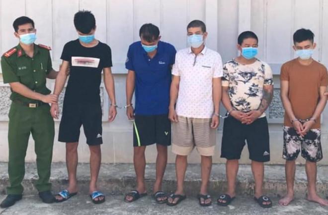 Công an bắt 5 người trộm chó, nhà nào mất chó đến nhận về - 1