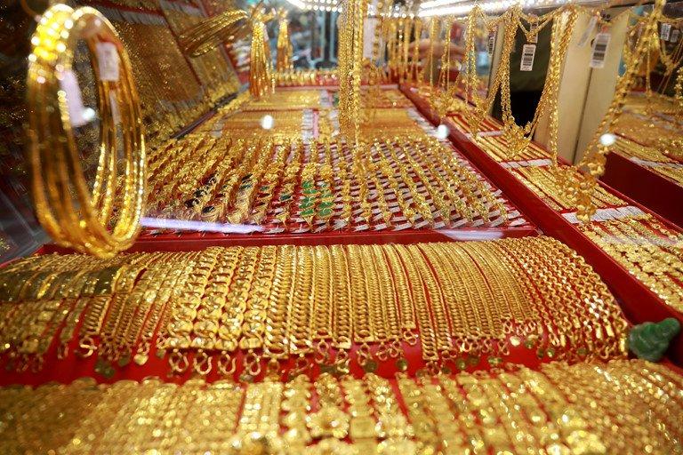 Giá vàng hôm nay 1/6: Tiếp tục leo đỉnh, vàng trong nước tăng lên mức cao nhất trong 9 tháng - 1