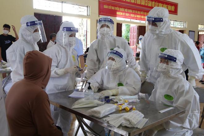 Bắc Giang thêm 157 ca dương tính SARS-CoV-2, di chuyển 4.000 người khỏi vùng tâm dịch
