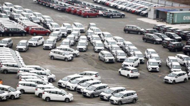 Nhập khẩu ô tô tăng vọt bất chấp dịch bệnh bùng phát - 1