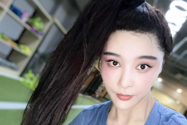 Quá giống Phạm Băng Băng, cô gái bị kiện phải phẫu thuật cho bớt giống - 1