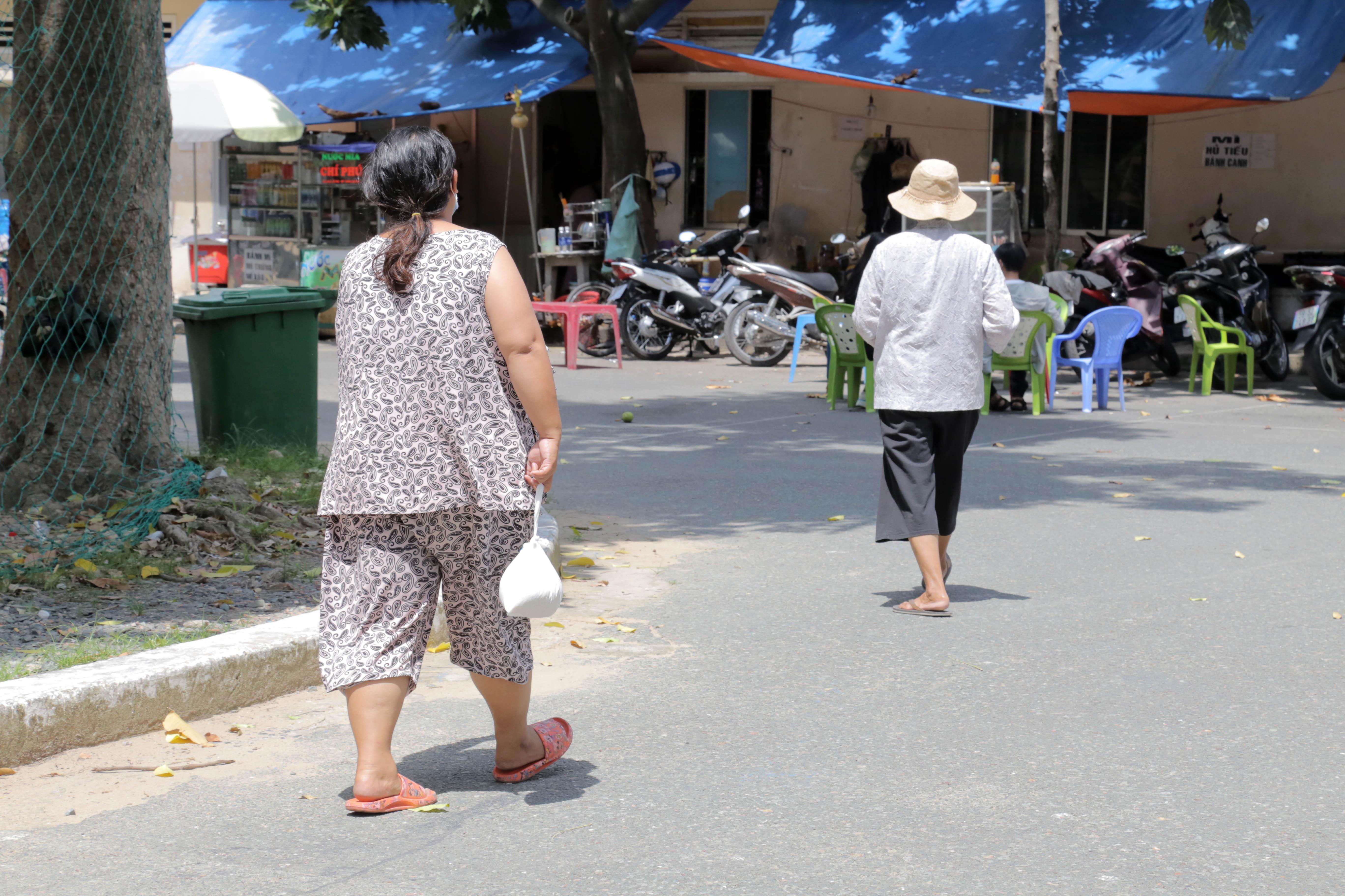 """""""ATM gạo"""" thứ 2 ở Sài Gòn hoạt động trong mùa dịch, bà con khó khăn chỉ cần đến """"máy sẽ tự động nhả gạo"""" - 11"""