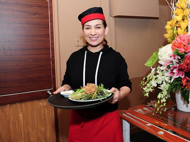 Trước dịch Covid-19, các nhà hàng chay của Phi Nhung lúc nào cũng nườm nượp khách, mang đến cho nữ ca sĩ nguồn doanh thu ổn định.