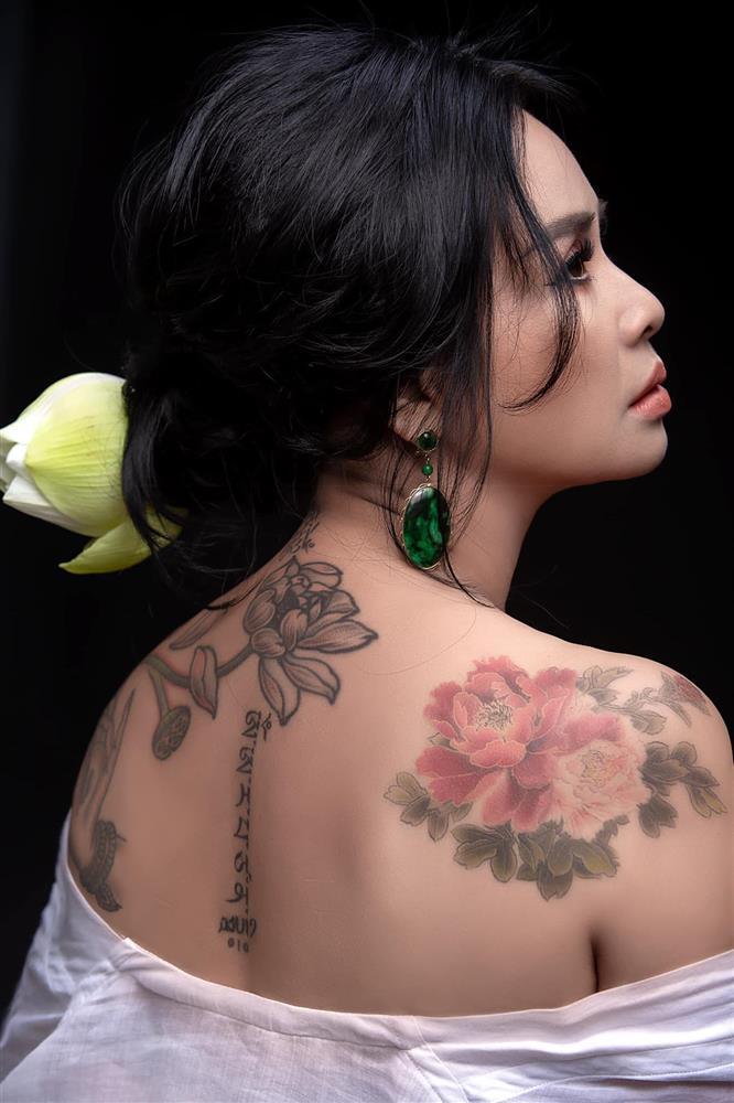 """Fan """"choáng"""" khi Thanh Lam táo bạo để lộ hình xăm bí ẩn trên lưng trần - 1"""
