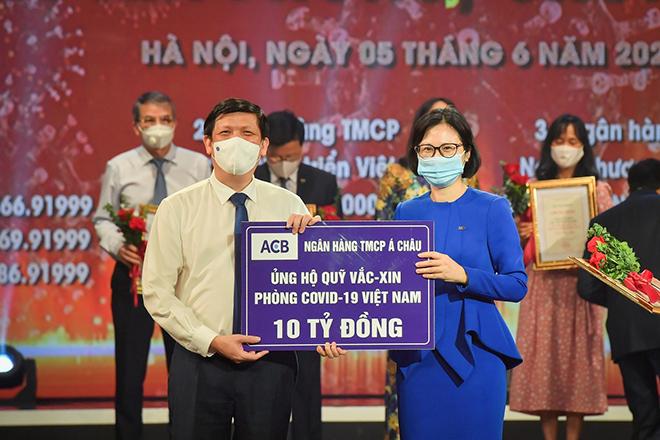ACB ủng hộ 10 tỷ đồng vào quỹ Vắc – xin Việt Nam và mua 100.000 liều Vắc – xin cho nhân viên - 1