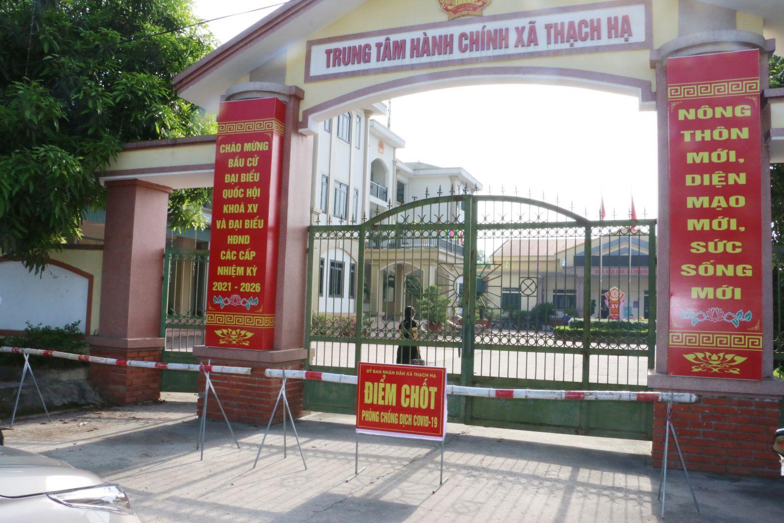 Hà Tĩnh phong toả trụ sở UBND xã và 710 hộ dân vì liên quan ca mắc COVID-19 - 1