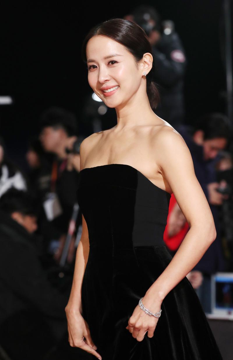 Jo Yeo Jung tuổi 40 vẫn tươi mơn mởn nhờ loạt tips làm đẹp - 1