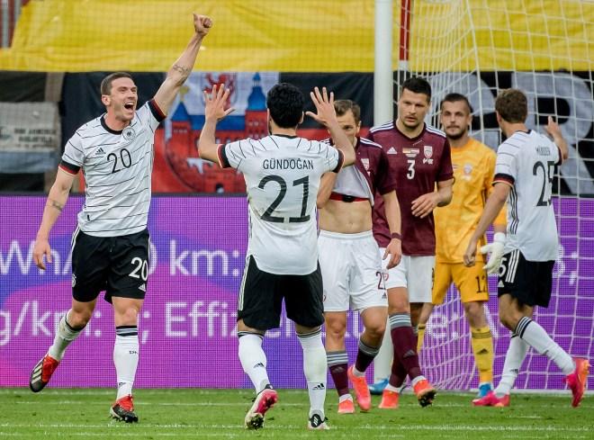 Video Đức - Latvia: Đại tiệc 8 bàn, thị uy sức mạnh (Giao hữu) - 1