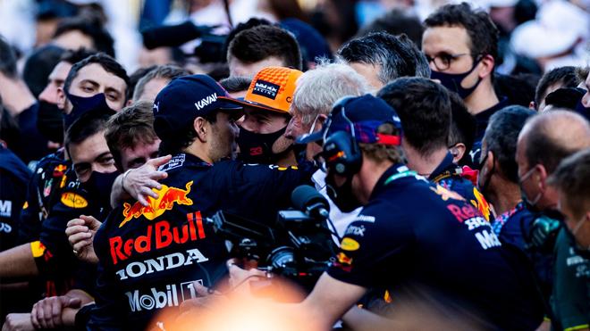 """Đua xe F1, Azerbaijan GP: Hamilton sau 3 năm mới mất điểm, """"Bò húc"""" có người hùng mới - 1"""