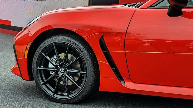 Toyota GR86 thế hệ mới chính thức ra mắt, giá gần 700 triệu đồng - 7