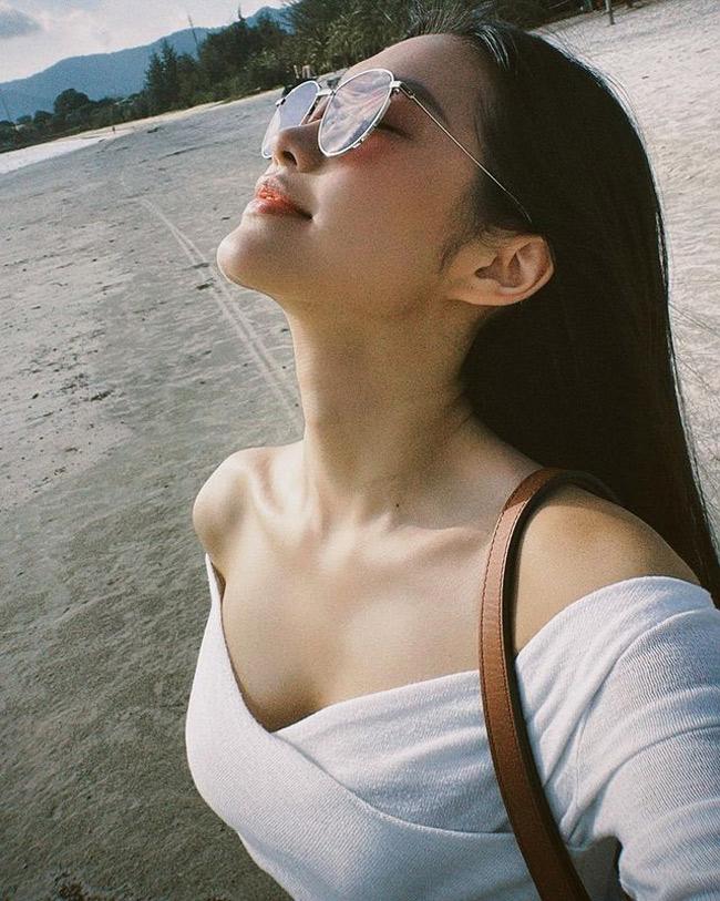 """Văn Hậu theo dõi Instagram và liên tục """"thả tim"""" ảnh của bạn gái tin đồn."""