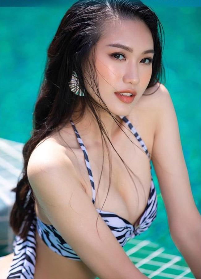 """Vào đêm thi chung kết """"Hoa hậu Việt Nam"""", Văn Hậu đã đến cổ vũ cho Doãn Hải My, lên tặng hoa và trao cho cô chiếc ôm thân thiết."""