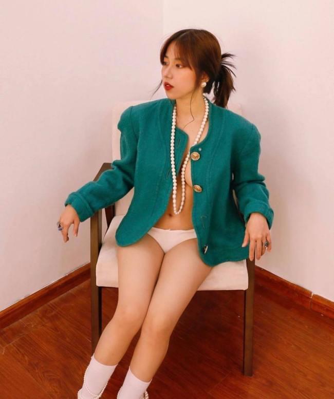 Riêu Japan là một trong những hot girl có lượng người theo dõi lớn trên các trang mạng xã hội.