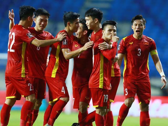 Đội hình kỳ lạ 8 anh em họ Nguyễn của thầy Park làm triệu fan sửng sốt - 1