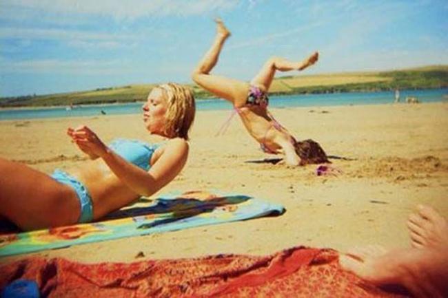Một pha làm nền đi vào... mặt cát.