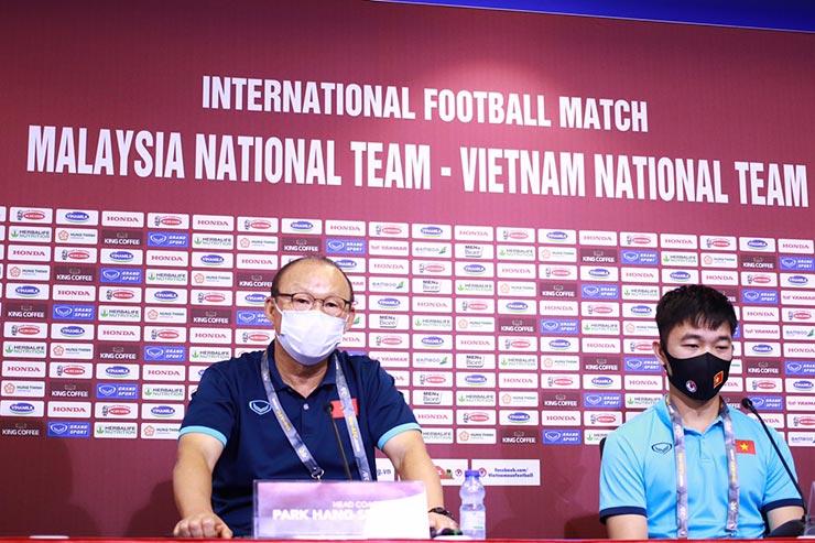 Họp báo ĐT Việt Nam đấu Malaysia: Thầy Park & Xuân Trường không sợ dàn nhập tịch của Malaysia - 1