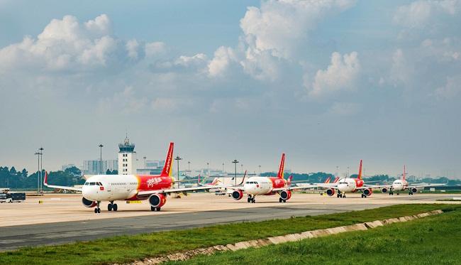 Hơn 100 máy bay của các hãng hàng không Việt Nam dừng khai thác vì không có khách - 1