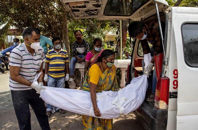 Ấn Độ công bố số ca tử vong vì Covid-19 trong một ngày cao nhất từ trước đến nay - 1