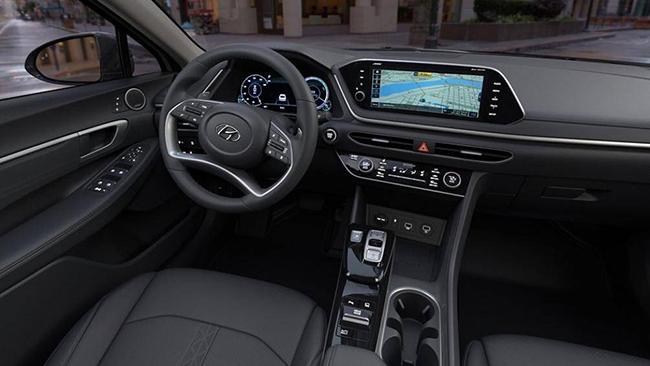 3. Hyundai Sonata Hybrid 2021 (giá khởi điểm: 27.750 USD, điểm nội thất: 7,9/10)
