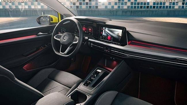 4. Volkswagen Goft GTI 2021 (giá khởi điểm: 28.695 USD, điểm nội thất: 7,8/10)
