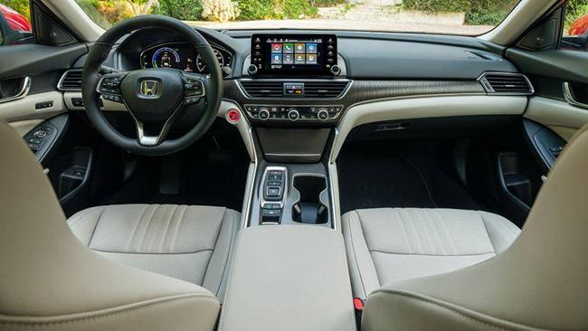 5. Honda Accord Hybrid 2021 (giá khởi điểm: 26.370 USD, điểm nội thất: 7,8/10)