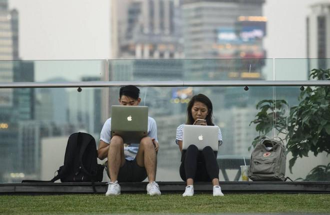 """Giới trẻ thi nhau nằm ườn cả ngày, đe doạ nền kinh tế tỷ dân: Hệ quả của """"văn hoá 966"""" - 1"""