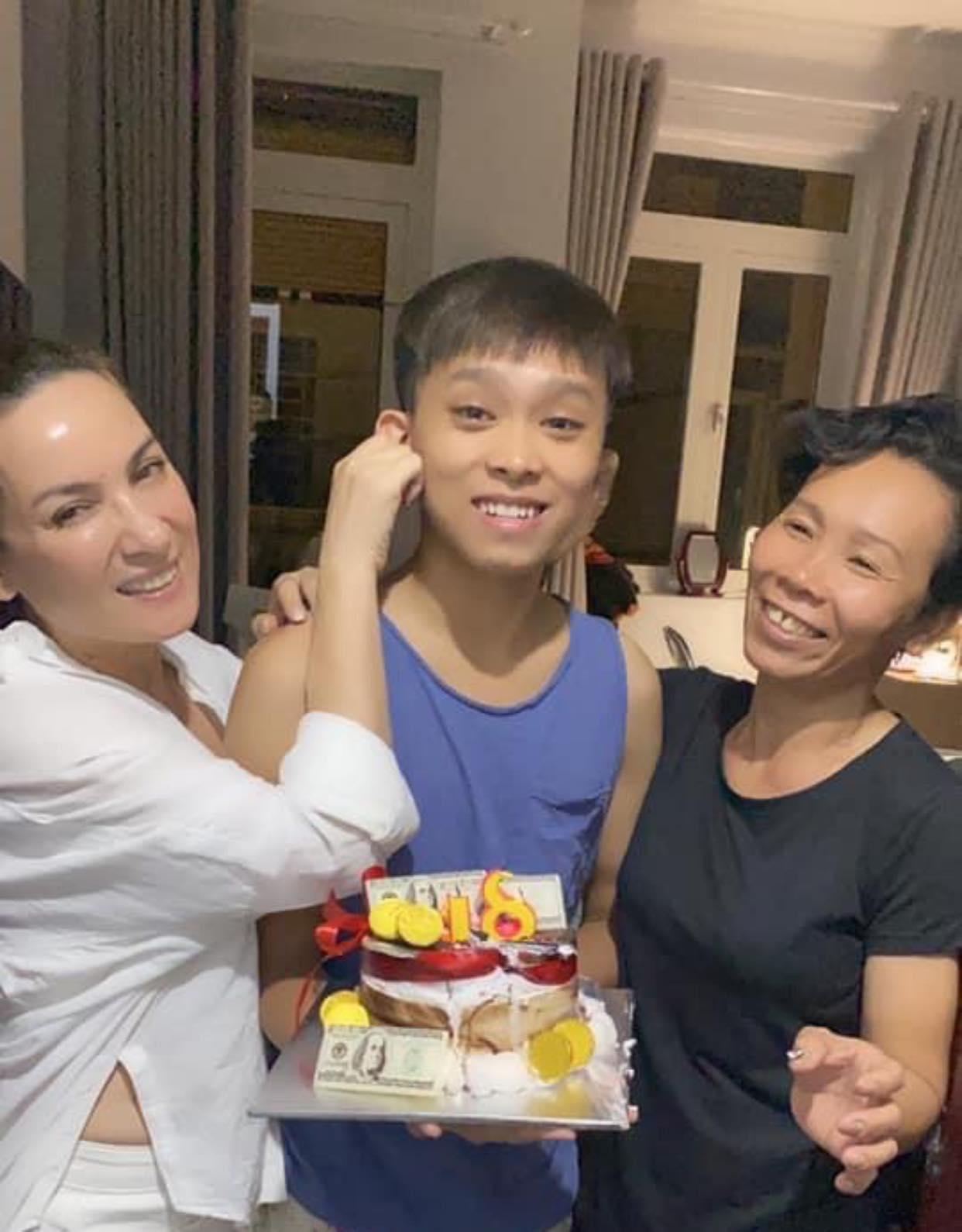 Phi Nhung chính thức lên tiếng về ồn ào với con nuôi Hồ Văn Cường - 1