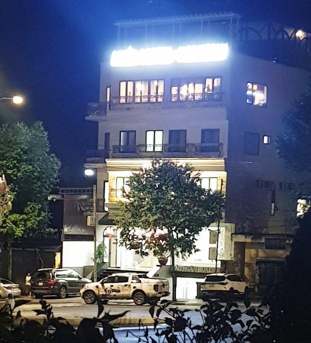 Nóng: Nhóm người tạm trú tại thẩm mỹ viện Minh Châu Asian Luxury hỗn chiến, 2 người nhập viện - 1