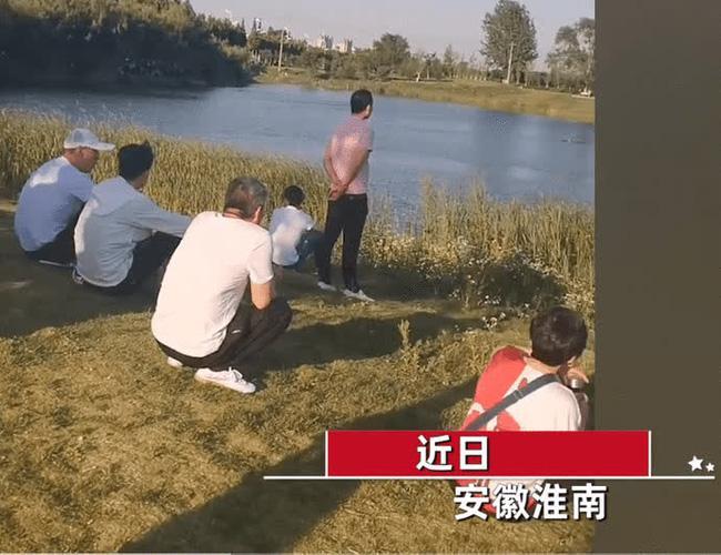 Một phụ nữ bỗng nhảy xuống hồ khi đội cứu hộ đang cứu người, hành động sau đó bị lên án gay gắt - 1