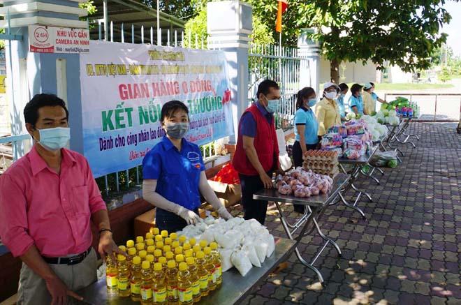 """""""Gian hàng 0 đồng"""" và hình ảnh ấm lòng ở Sài Gòn giữa dịch COVID-19 - 1"""