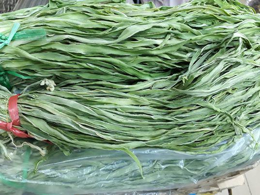 Bó rau khô như nắm rơm mà giá tận 500.000 đồng/kg, khách Thủ đô muốn ăn phải đặt trước nửa tháng - 1