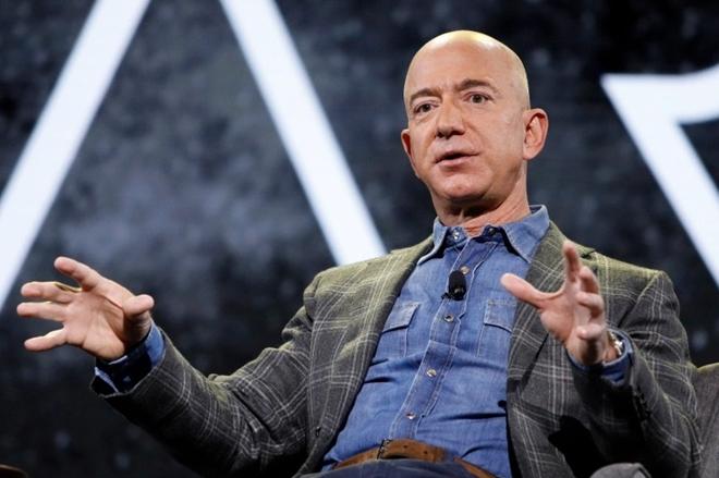 """Tiện ích """"khủng"""" trong chuyến bay vào không gian của người giàu nhất thế giới - 1"""