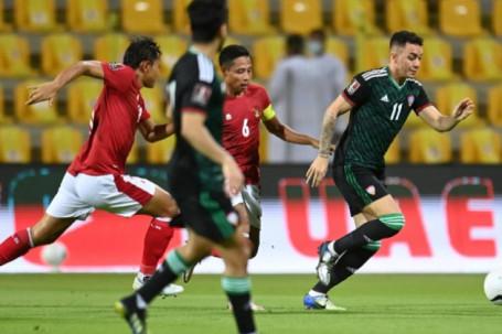 Video Indonesia - UAE: Vùi dập 5 bàn, quyết đua với Việt Nam đến cùng