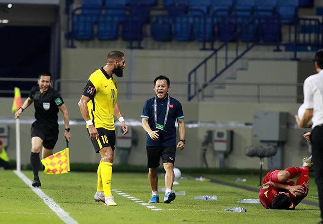 """Bảo vệ học trò, HLV Park Hang Seo quyết """"ăn thua đủ"""" với SAO Malaysia - 1"""