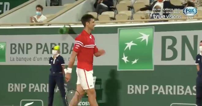 """Djokovic cười hưng phấn set 3, cởi bỏ áp lực để """"nhấn chìm"""" Nadal - 1"""