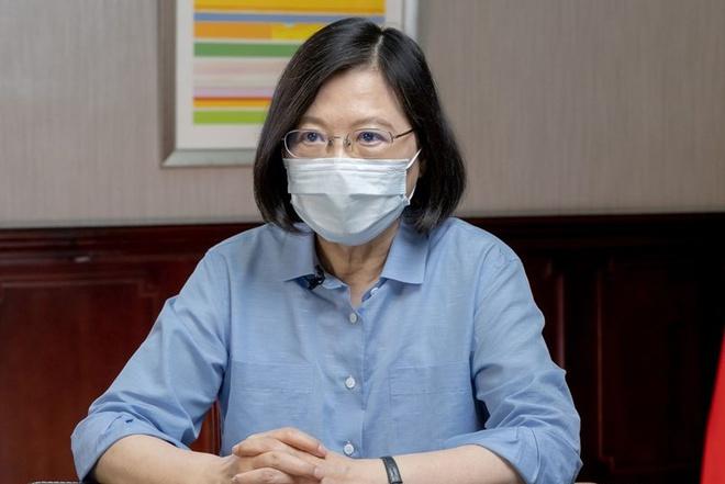 Số ca tử vong vì Covid-19 tăng vọt, lãnh đạo Đài Loan xin lỗi - 1