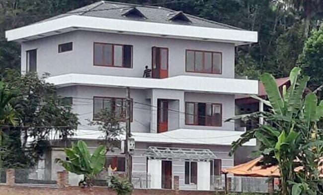 Trước đó tuyển thủ Hà Đức Chinh cũng đã xây dựng một căn nhà 3 tầng bề thế ở quê Phú Thọ.